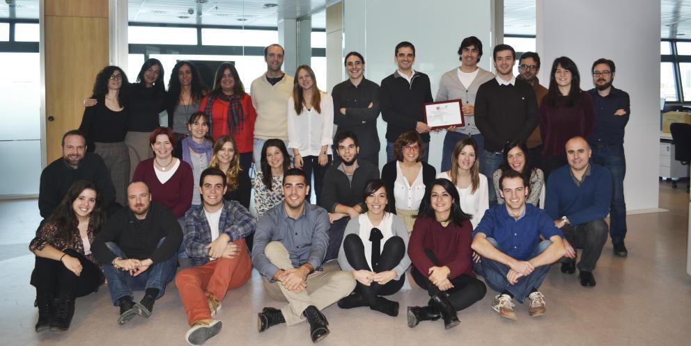Parte del equipo Cyberclick sosteniendo el premio Best Workplace España 2014. Como ves, cuando no estamos jugando al futbolín somos muy amigos Read more: https://www.coregistros.com/blog/comprar-bases-datos#ixzz3k0v1vPRB